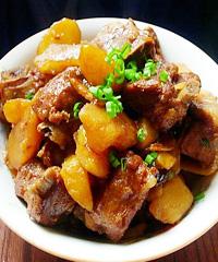 土豆炖做法的食谱_做排骨炖土豆_做排骨端午节幼儿园图片