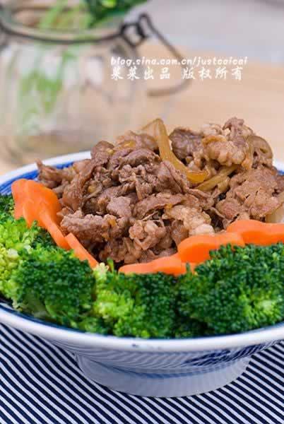 微波炉肥牛饭的做法(微波炉菜谱-花样主食)