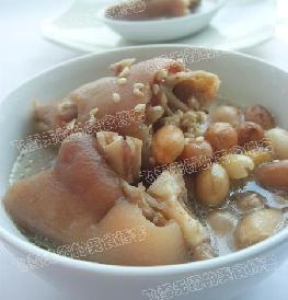 猪蹄花生汤的做法 怎么做猪蹄花生汤