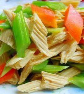 芹菜拌腐竹的做法_芹菜拌腐竹怎么做