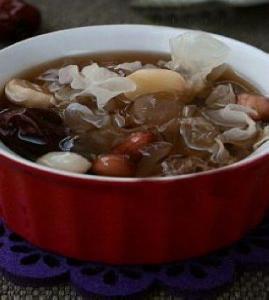 银耳红枣莲子汤_银耳红枣莲子汤的做法_银耳红枣莲子汤怎么做