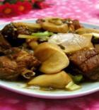 杏鲍菇炖排骨的做法