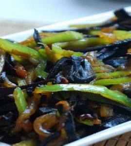 青椒炒西瓜皮_青椒炒西瓜皮的做法_青椒炒西瓜皮怎么做