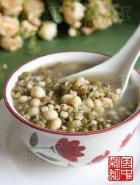 绿豆薏米芡实粥的做法