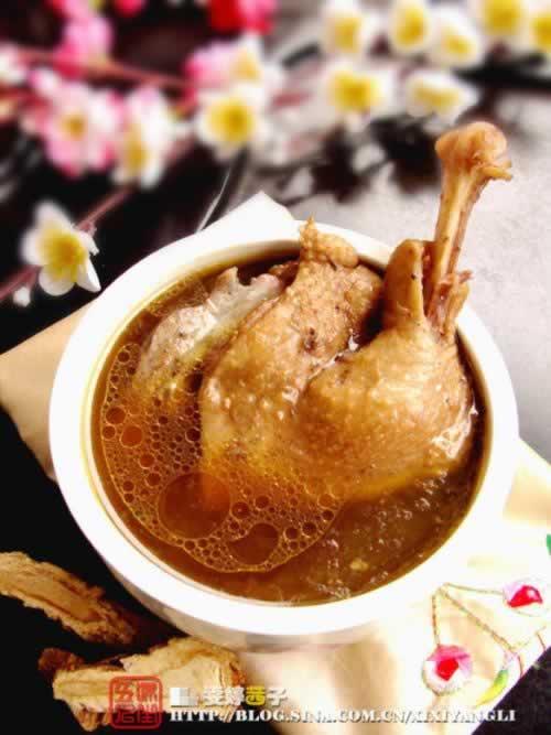 四物番鸭汤的做法