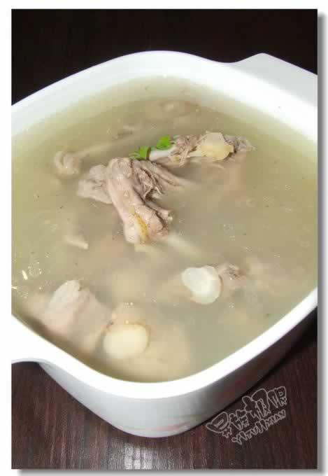 水鸭炖花旗参汤的做法