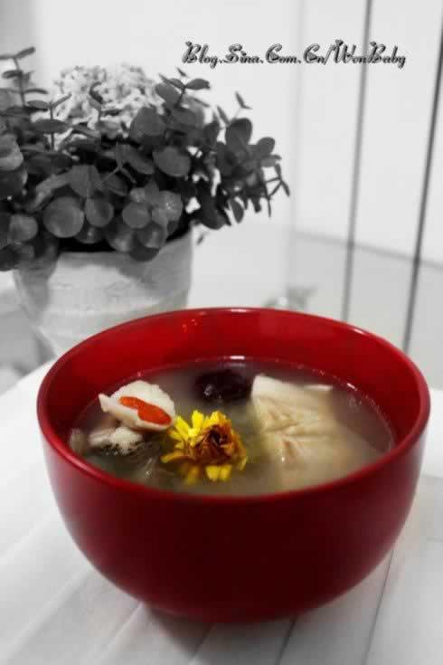百合枸杞菊花鲈鱼汤的做法