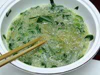银鱼炒蛋的做法