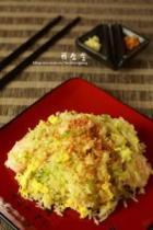 蒜香虾仁炒饭的做法