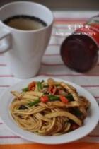 香干韭菜炒面的做法