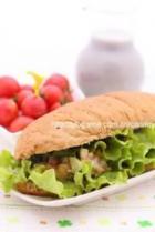 金枪鱼蔬菜沙拉汉堡的做法