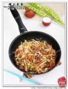 羊肉胡萝卜包菜炒面的做法