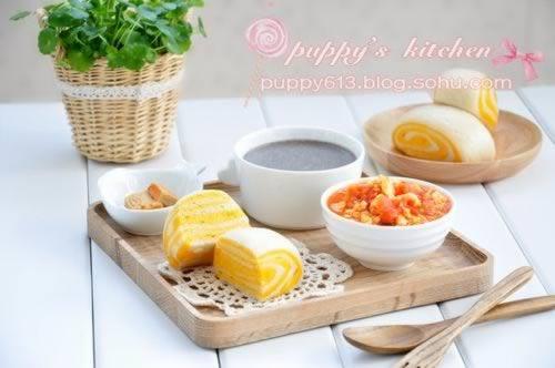 双色馒头+西红柿炒鸡蛋+小米黑芝麻糊+腐乳的做法