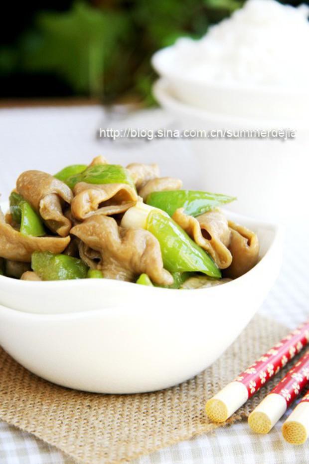 下饭菜尖椒炒肥肠的做法,怎么做,尖椒炒肥肠如何做好吃详细步骤图解