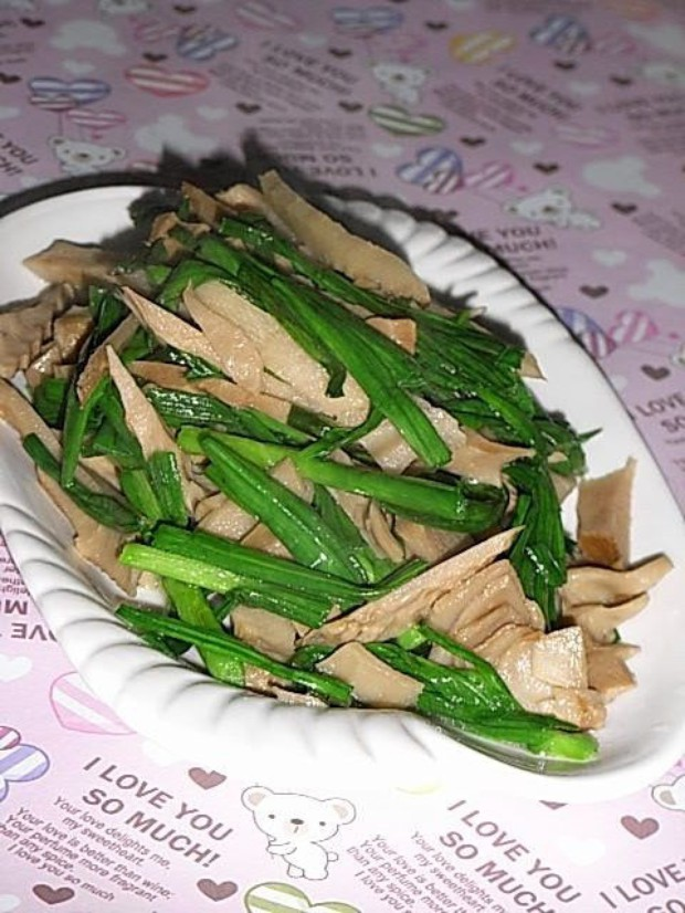 图解 笋干/笋干炒大蒜的材料: 大蒜叶笋干盐鸡精笋干炒大蒜的做法