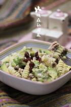 沙拉汁拌蟹味菇牛油果吞拿鱼螺旋意粉的做法