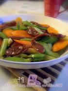 芹菜红萝卜炒腊肠的做法