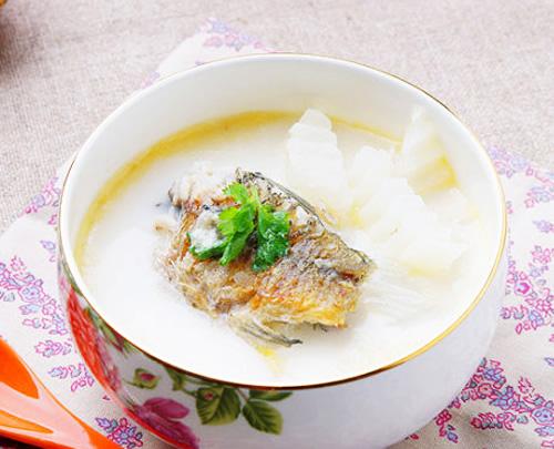 第4步鲫鱼萝卜牛奶汤的家常做法图片步骤
