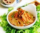 泡菜炒藕片的做法