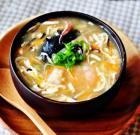 海鲜酸辣汤的做法