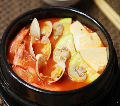 第5步带来异国风情的韩式泡菜海鲜锅的家常做法图片步骤