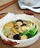 油豆腐香菇鸡腿煲的做法