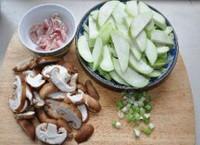 丝瓜烧鲜菇的做法图片步骤1