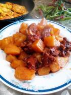土豆焖猪脚的做法