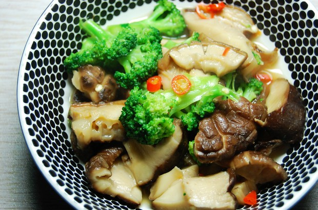 家常素菜 西兰花香菇的做法,怎么做,西兰花香菇如何做好吃详细步骤图解