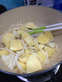 肉じゃが(日式牛肉炖土豆的做法图片步骤1