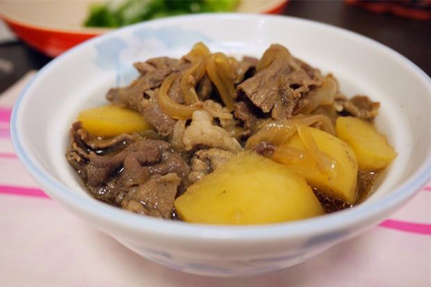 日式牛肉炖土豆的做法
