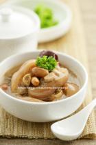 花生红枣猪蹄汤的做法