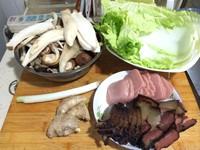 高汤腊肉炖蘑菇的做法第1步图片步骤 www.027eat.com