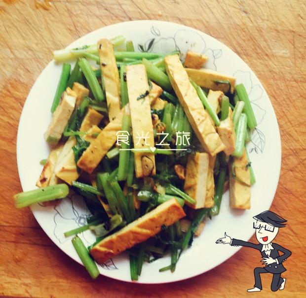 上班族下饭菜 香干炒芹菜的做法,如何做,香干炒芹菜怎么做好吃详细步骤图解