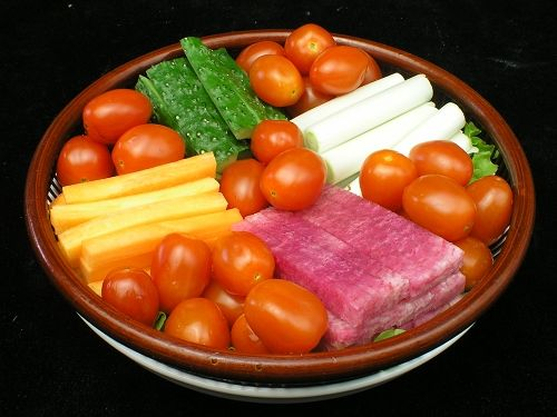 黄瓜西红柿同吃 营养会减半 www.027eat.com