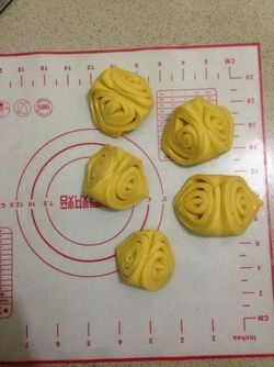南瓜花卷的做法第9步图片步骤 www.027eat.com