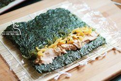 飞鱼籽寿司卷的做法第3步图片步骤 www.027eat.com