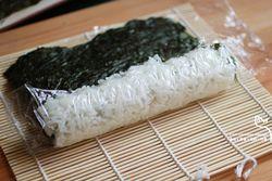 飞鱼籽寿司卷的做法第4步图片步骤 www.027eat.com