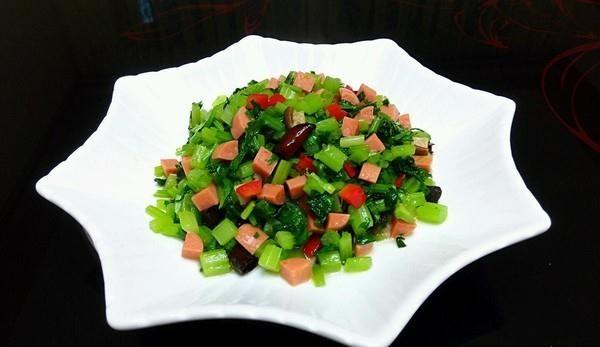 火腿肠芹菜碎的做法,如何做,火腿肠芹菜碎怎么做好吃详细步骤图解