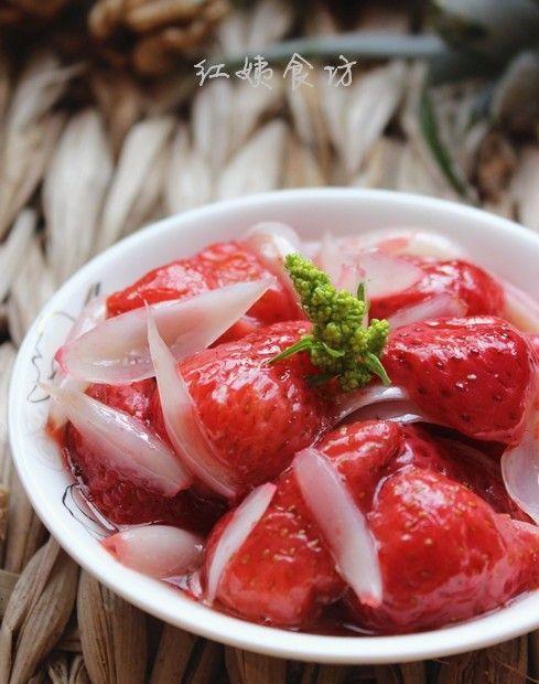 百合草莓的做法