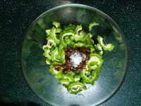 酱拌苦瓜的做法第3步图片步骤 www.027eat.com