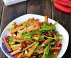 芹菜炒豆腐干的做法图解,如何做,素菜:芹菜炒豆腐干怎么做好吃详细步骤