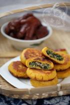 苦苣香菇玉米面贴饼子的做法