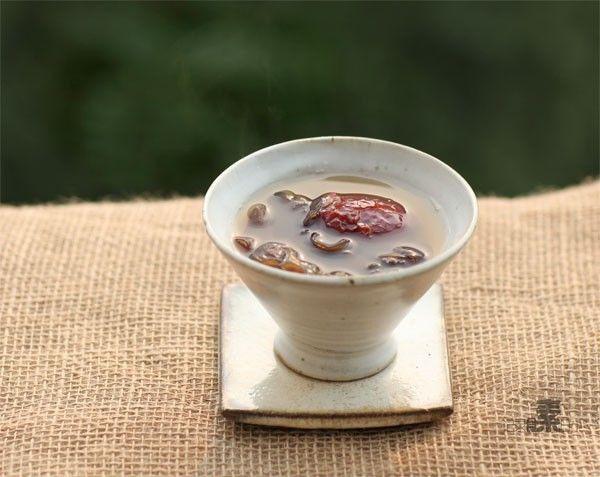 黑木耳红枣补血汤的做法