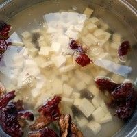 养颜补血暖宫汤的做法第1步图片步骤 www.027eat.com