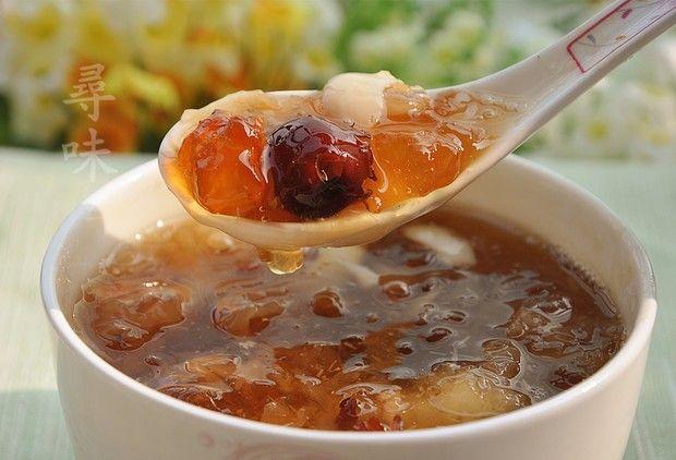 桃胶皂角米百合银耳红枣羹的做法