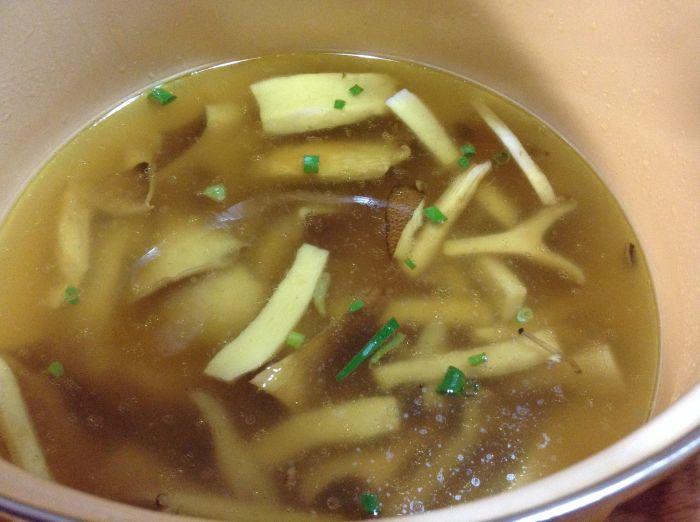 新鲜菌汤(蘑菇汤)的做法图解,如何做,新鲜菌汤(蘑菇汤)怎么做好吃详细步骤