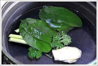 冬阴功汤的做法第3步图片步骤 www.027eat.com