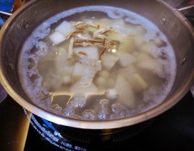 止咳润喉梨汤的做法第4步图片步骤 www.027eat.com