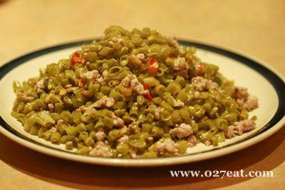 酸豇豆炒肉丁的做法